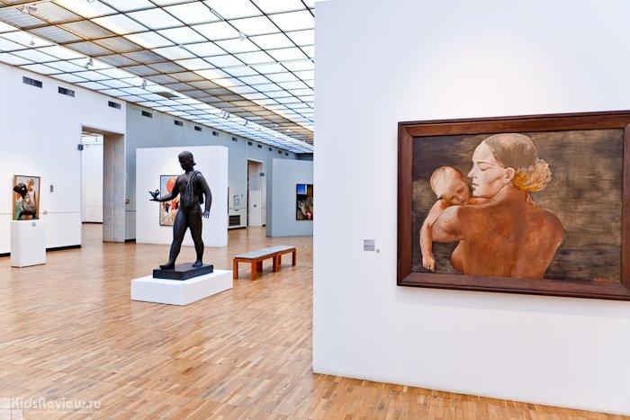Мамаход по экспозиции «Искусство ХХ века» в Новой Третьяковке.